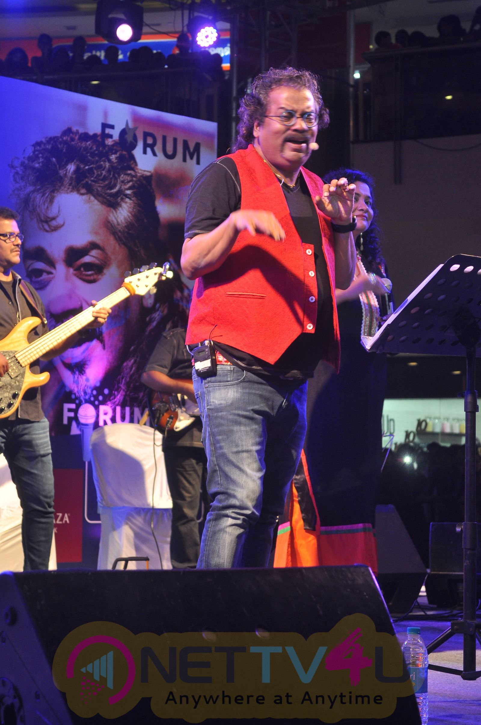 Hariharan's Live In Concert At The Forum Vijaya Mall Excellent Photos Tamil Gallery