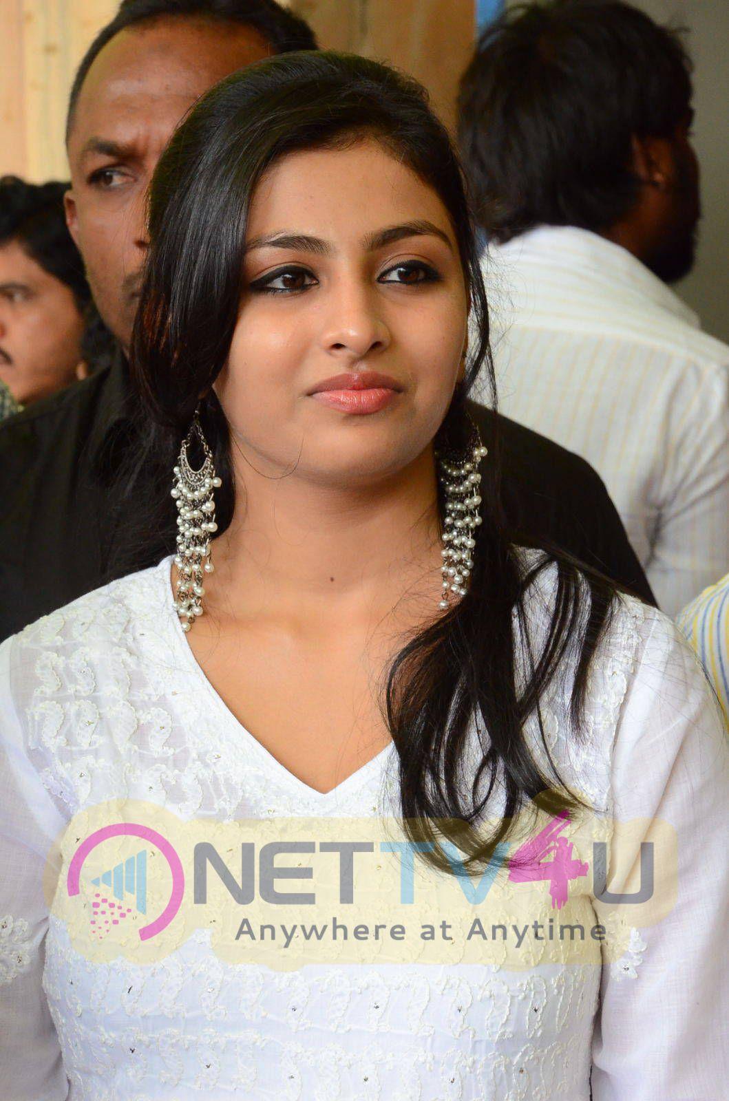 latest photos of actress kruthika jayakumar at venkatadri theatre 1
