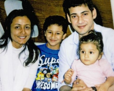 Mahesh Babu Flies To Paris With Family! | NETTV4U
