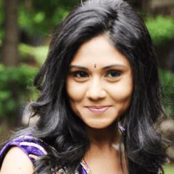 Punnagai Poo Gheetha Tamil Actress