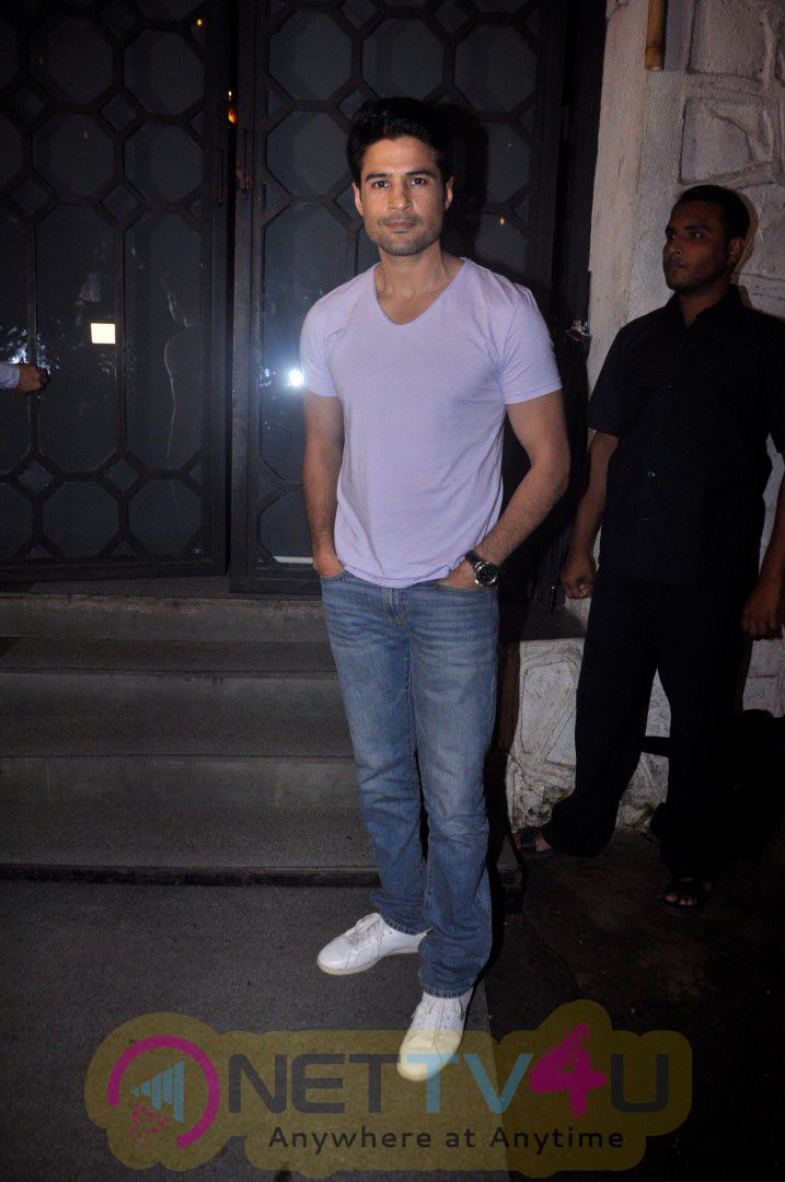 Rajeev Khandelwal And Vikas Bahl Host Dinner Party For Fever Actress Caterina Murino Stills Hindi Gallery