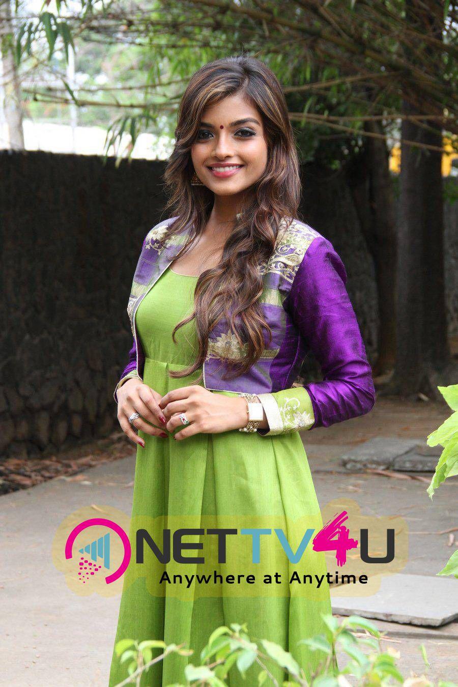 recent potots of actress ashna zaveri at inimey ippadithaan movie press meet 1