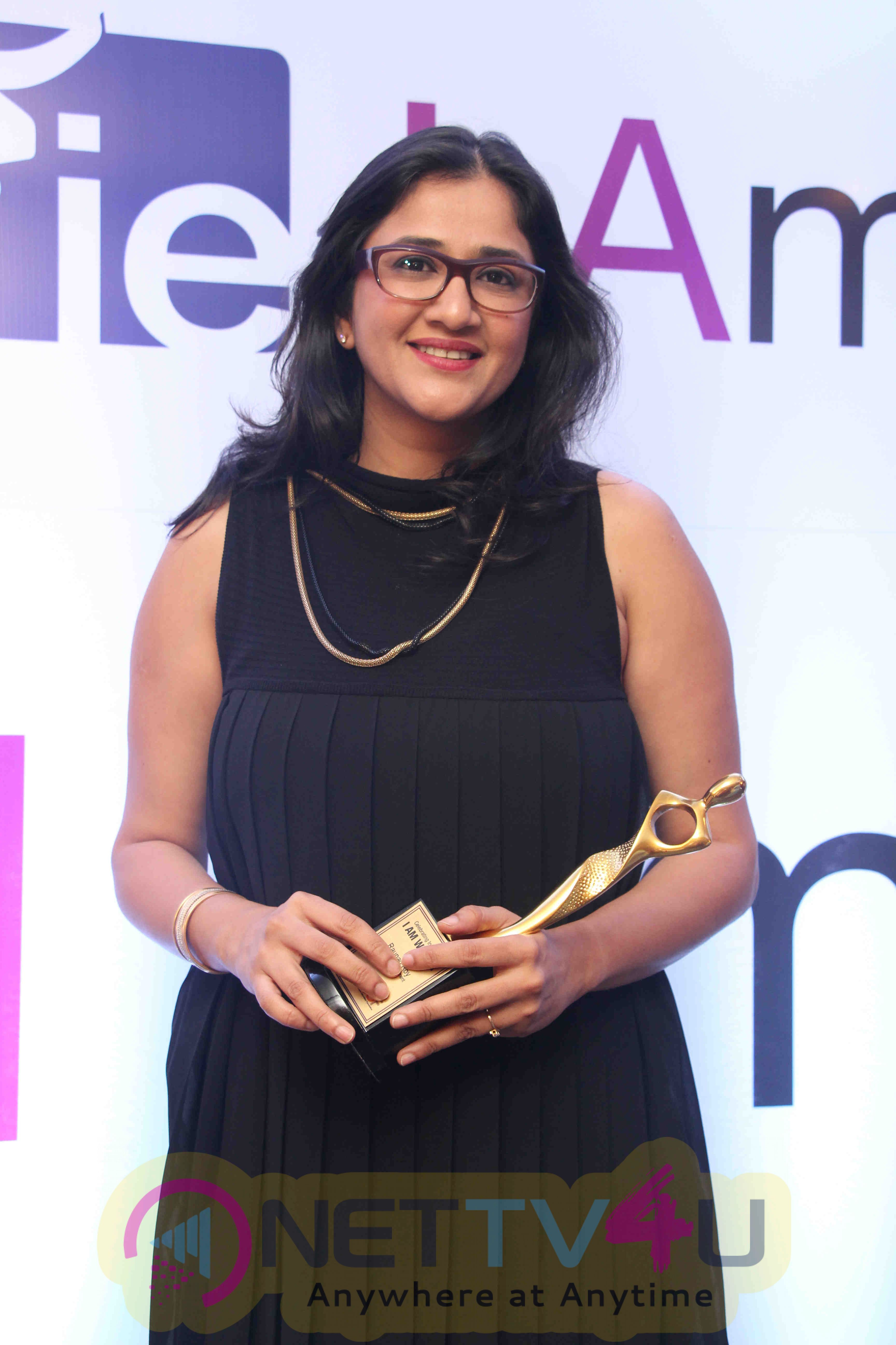 Sana Khan,Vidya Malvade At I Am WomanAwards Stills Hindi Gallery