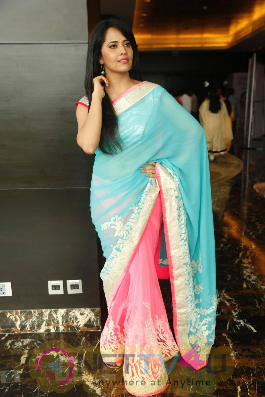stills in hot saree anchor anasuya 1