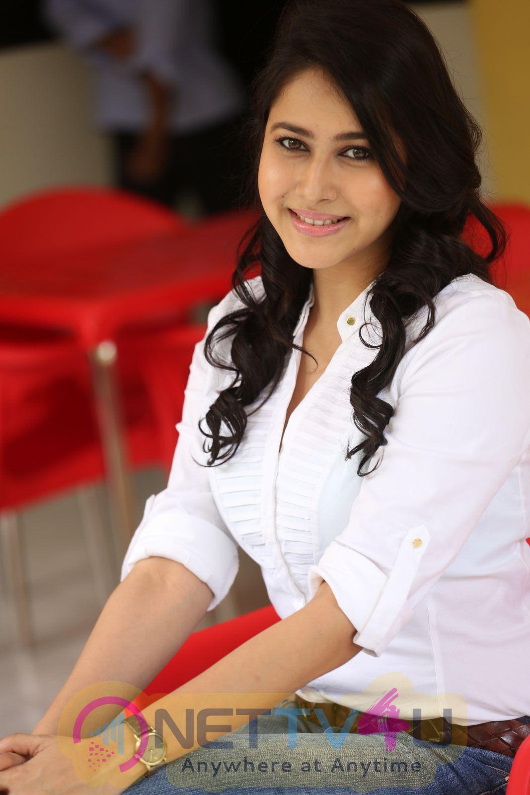 Telugu Actress Panchi Bora Photo Shoot Images Telugu Gallery