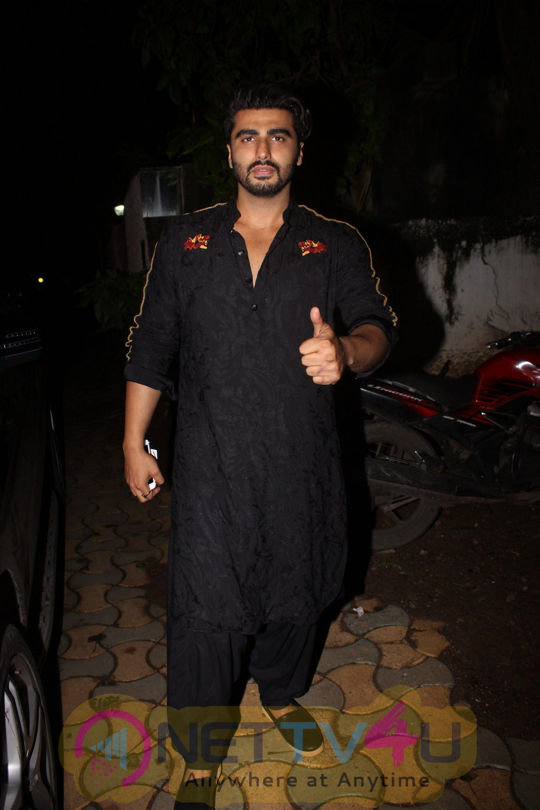 Will Smith And Others Join Akshay Kumar For Film Rustoms Success Party Exclusive Photos Hindi Gallery