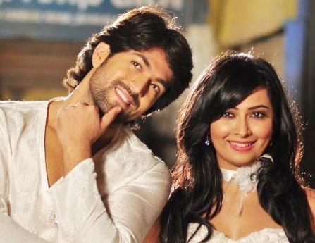 Yash And Radhika Pandit Were Seen In Dubai Together   NETTV4U