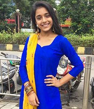 Hindi Tv Actress Eza Sumbul Touqeer Biography, News, Photos, Videos    NETTV4U