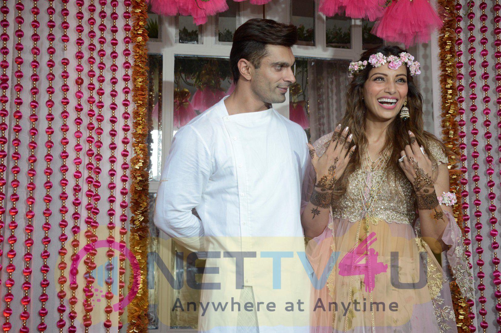 Mehndi Ceremony Of Shilpa Shetty : Bollywood actresses shilpa shetty sophie choudry others at