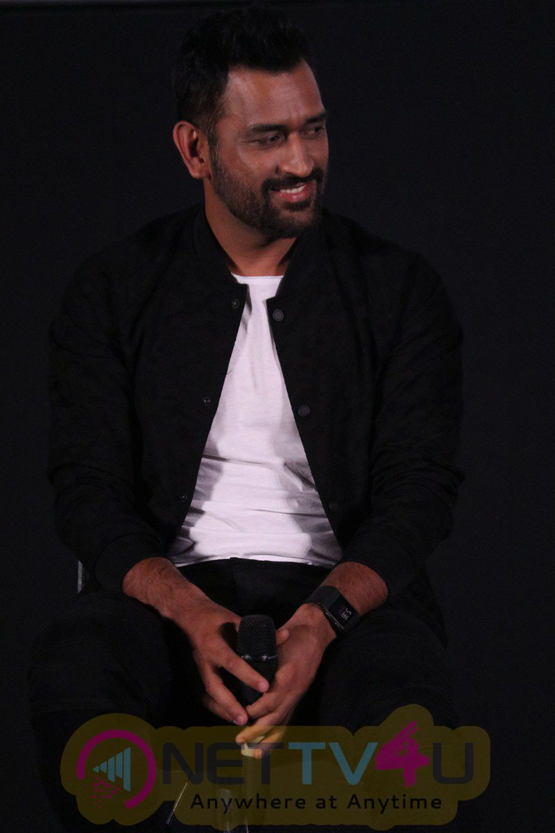 M S Dhoni Movie Press Meet Photos