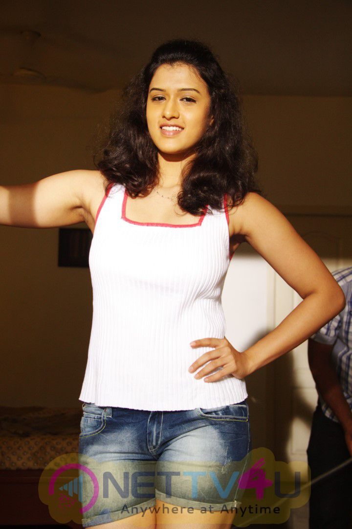 Oru Mugathirai Tamil Movie Attractive Photos