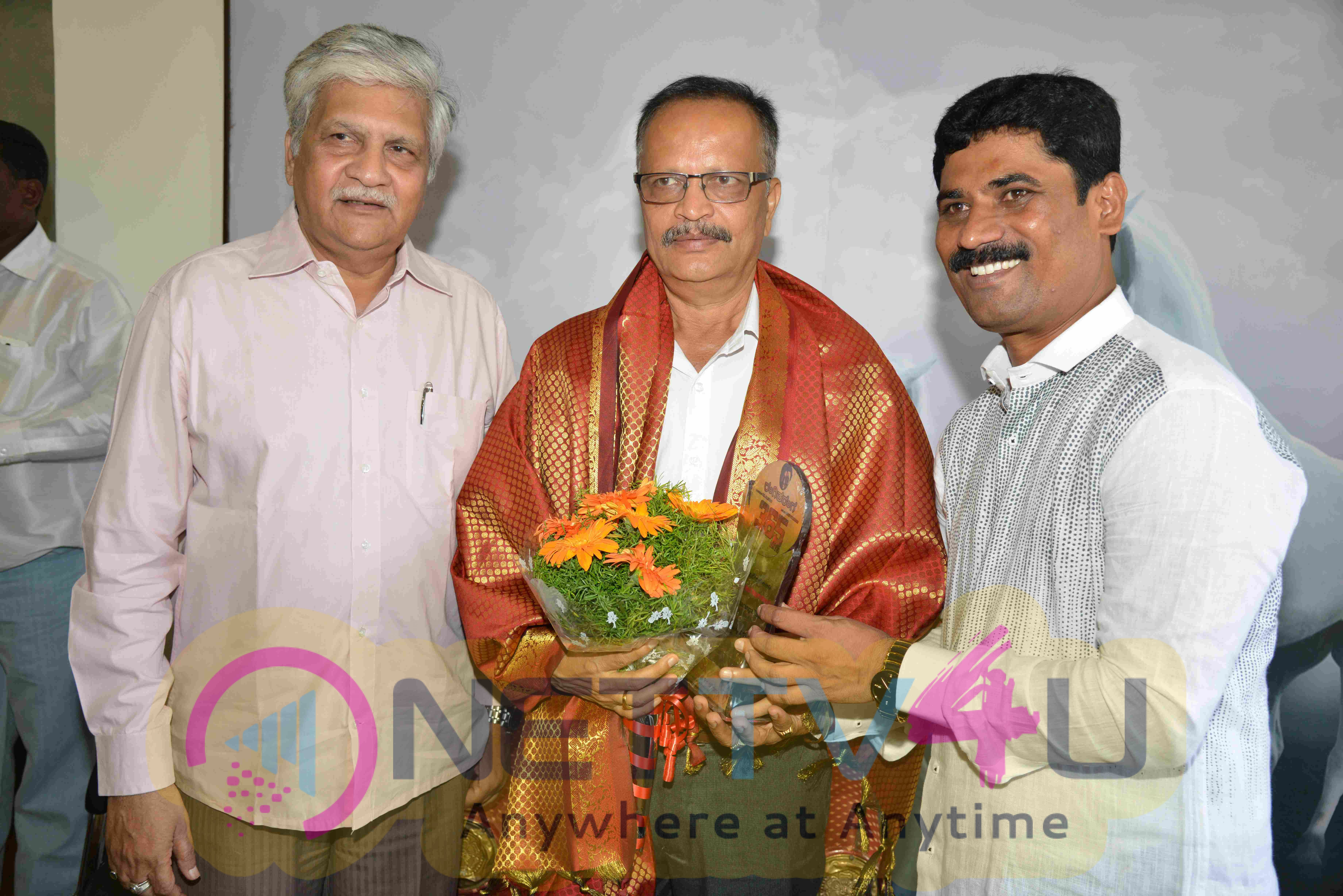 Rangitaranga Producer Prakash Felicitate Film Feternities Stills