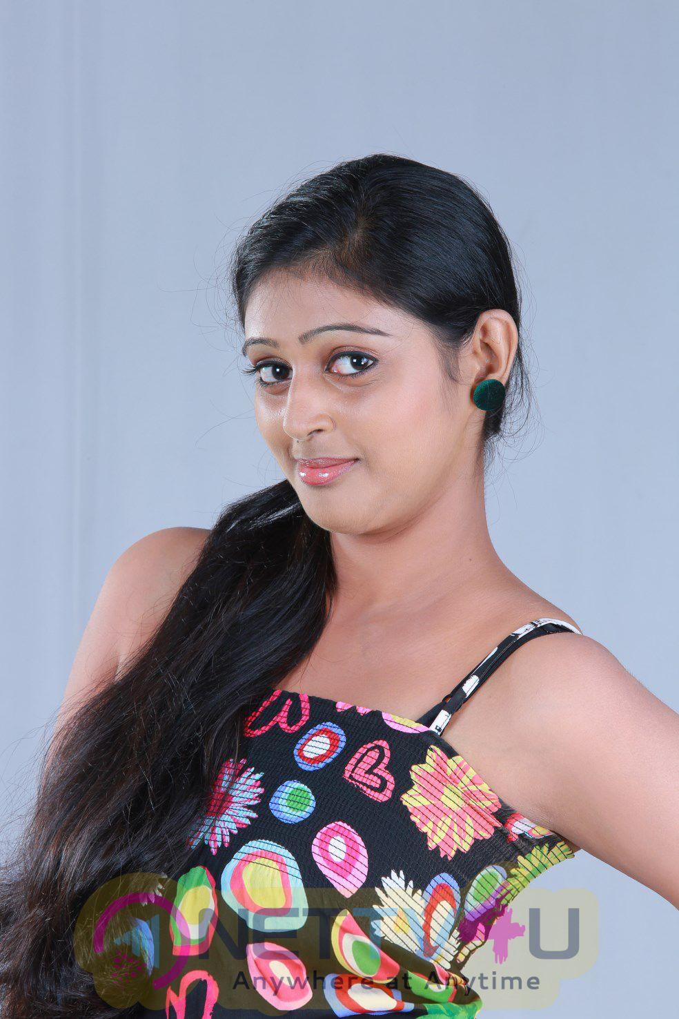Tamil Movie Pudhusa Naan Poranthen Beauteous Stills