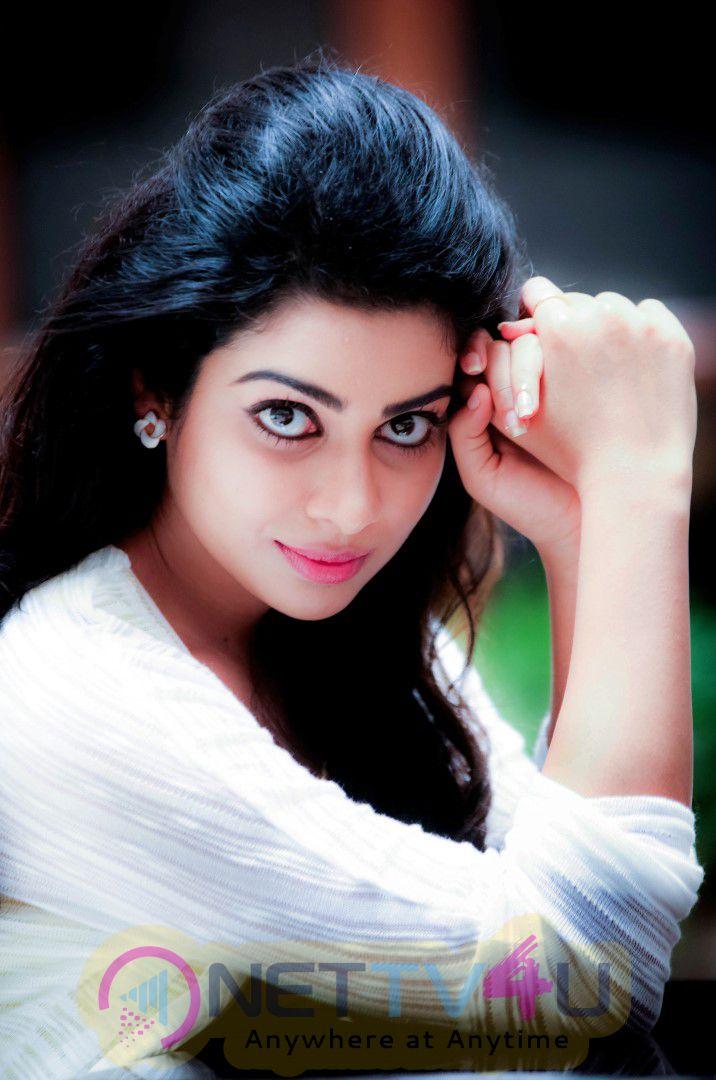 Actress Satna Titus Cute Images
