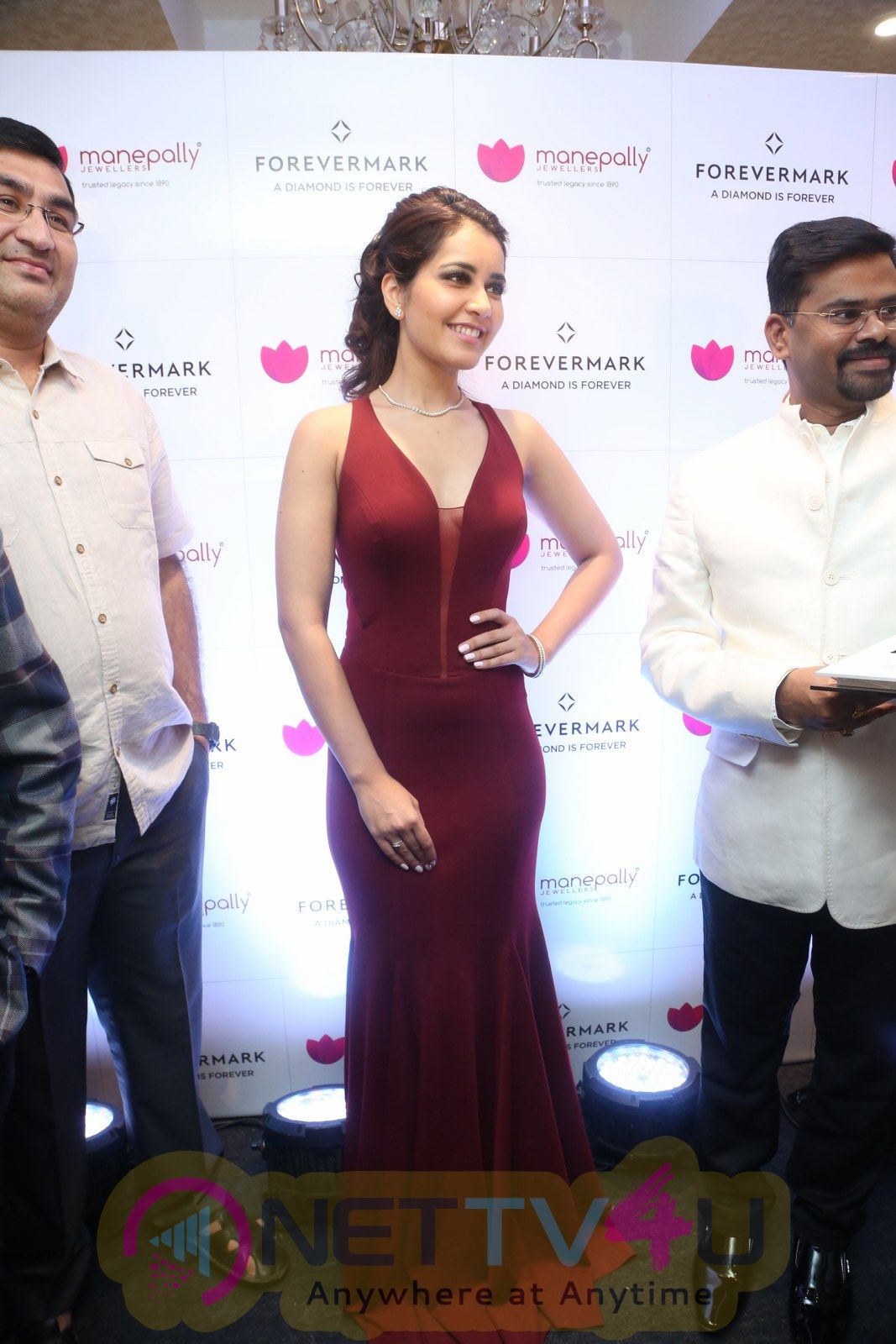 Rashi Khanna Launch Manepally Forevermark Jewellery Stills