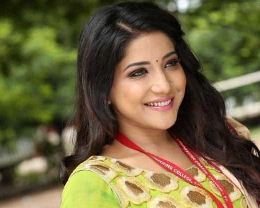 Sakshi Agarwal Feels Blessed To Play With Superstar!