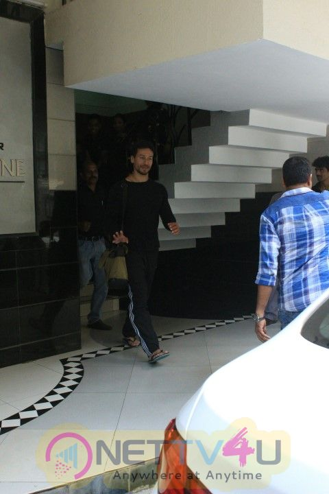 Actor Tiger Shroff Came To Pandra Photo
