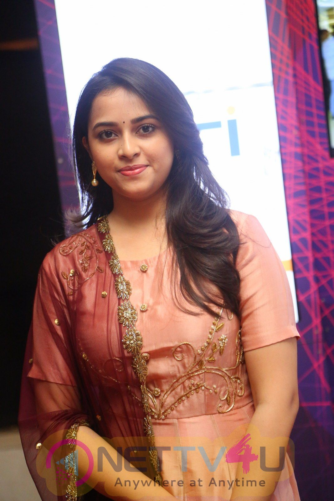 Actress Sri Divya Cute Angelic Images Tamil Gallery