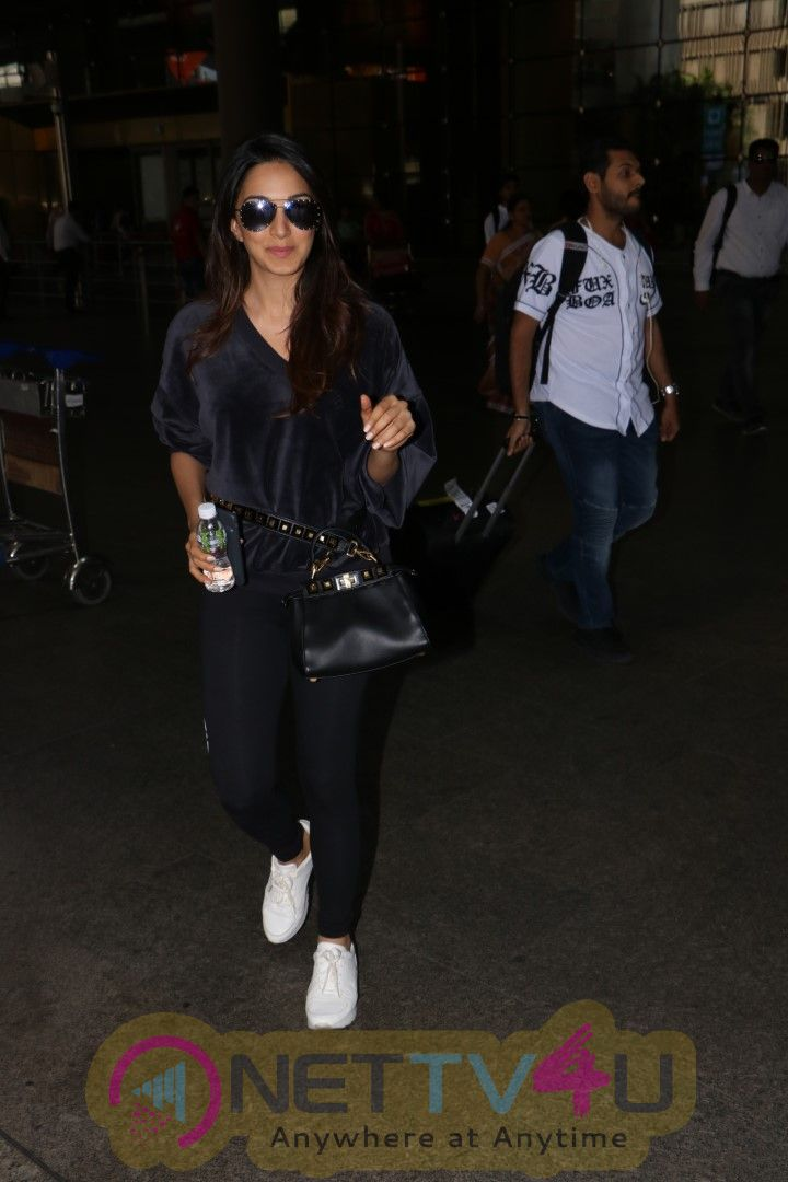 Kiara Advani Spotted At Airport Pics Hindi Gallery