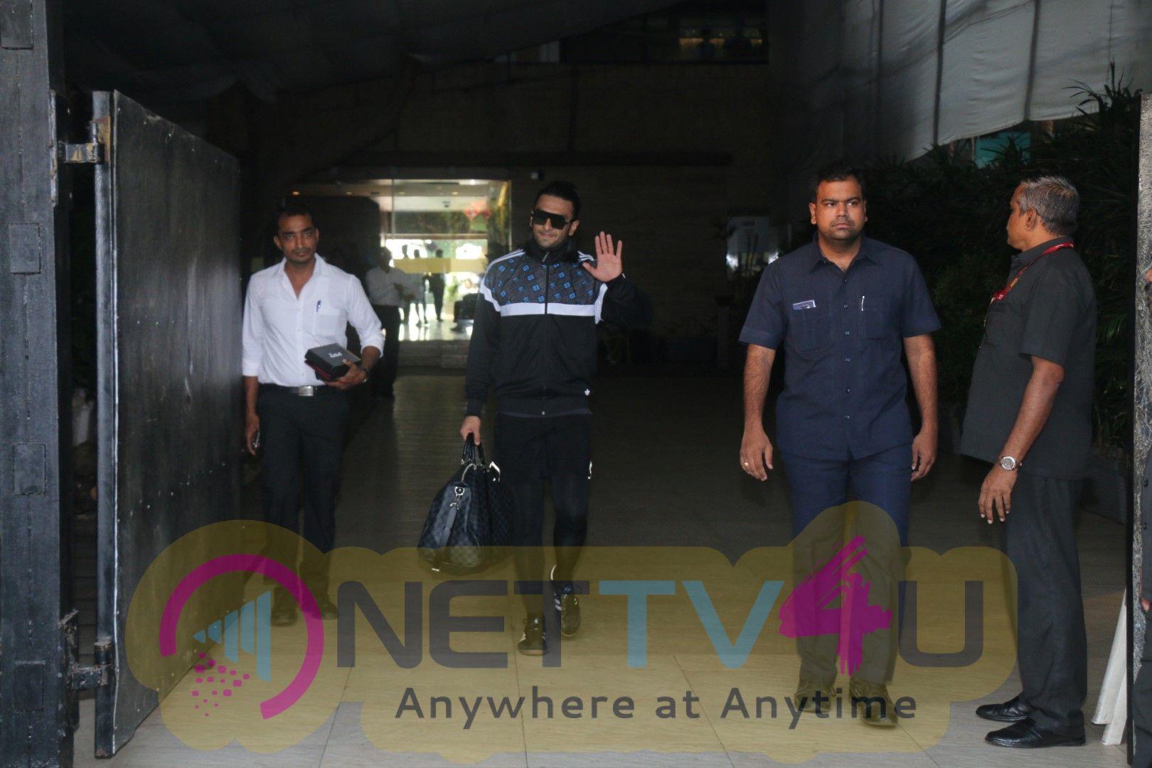 Ranveer Singh Spotted At Otters Club In Bandra Stills
