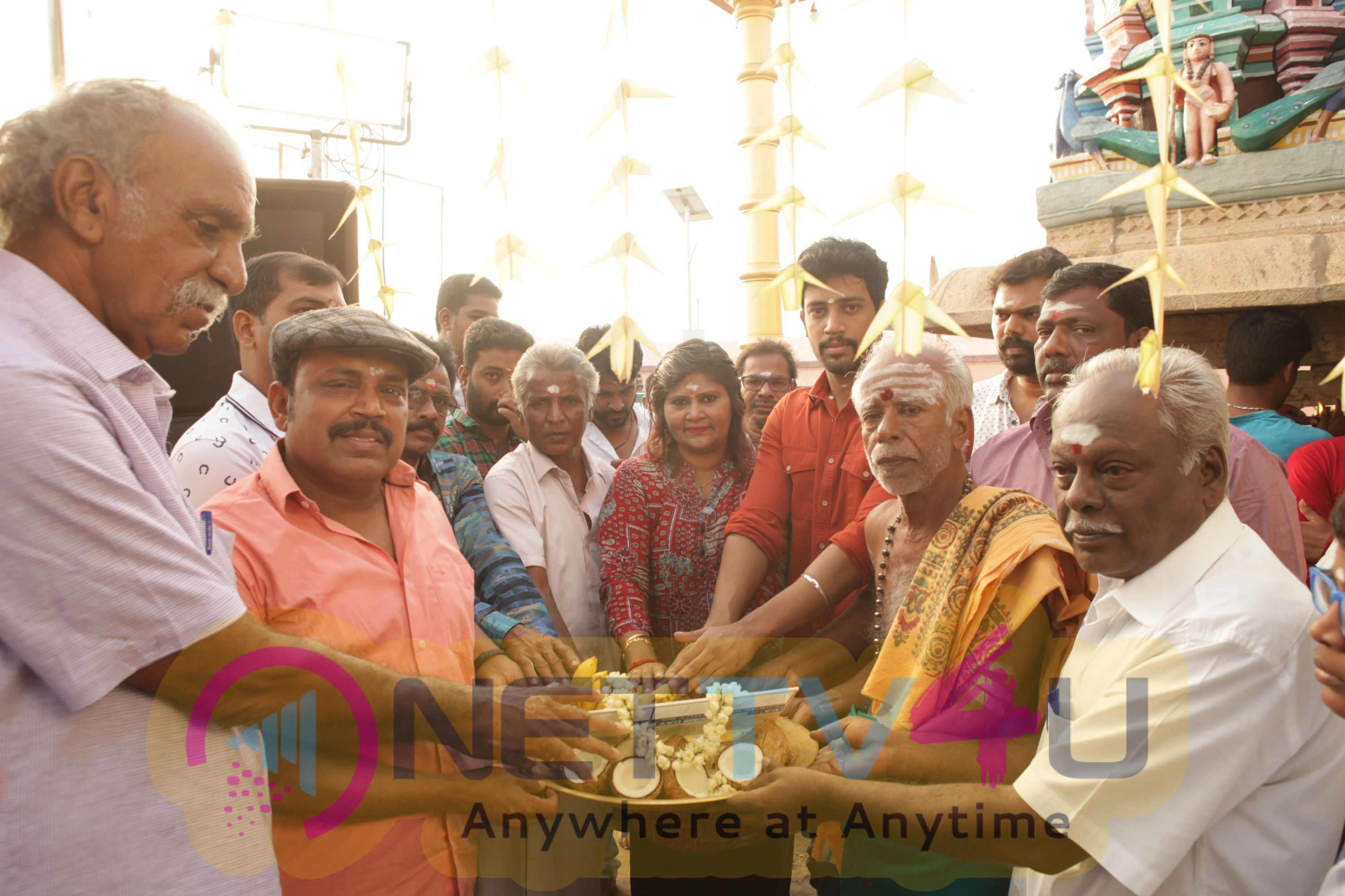 Ulagam Vilaiku Varudhu Movie Working Stills