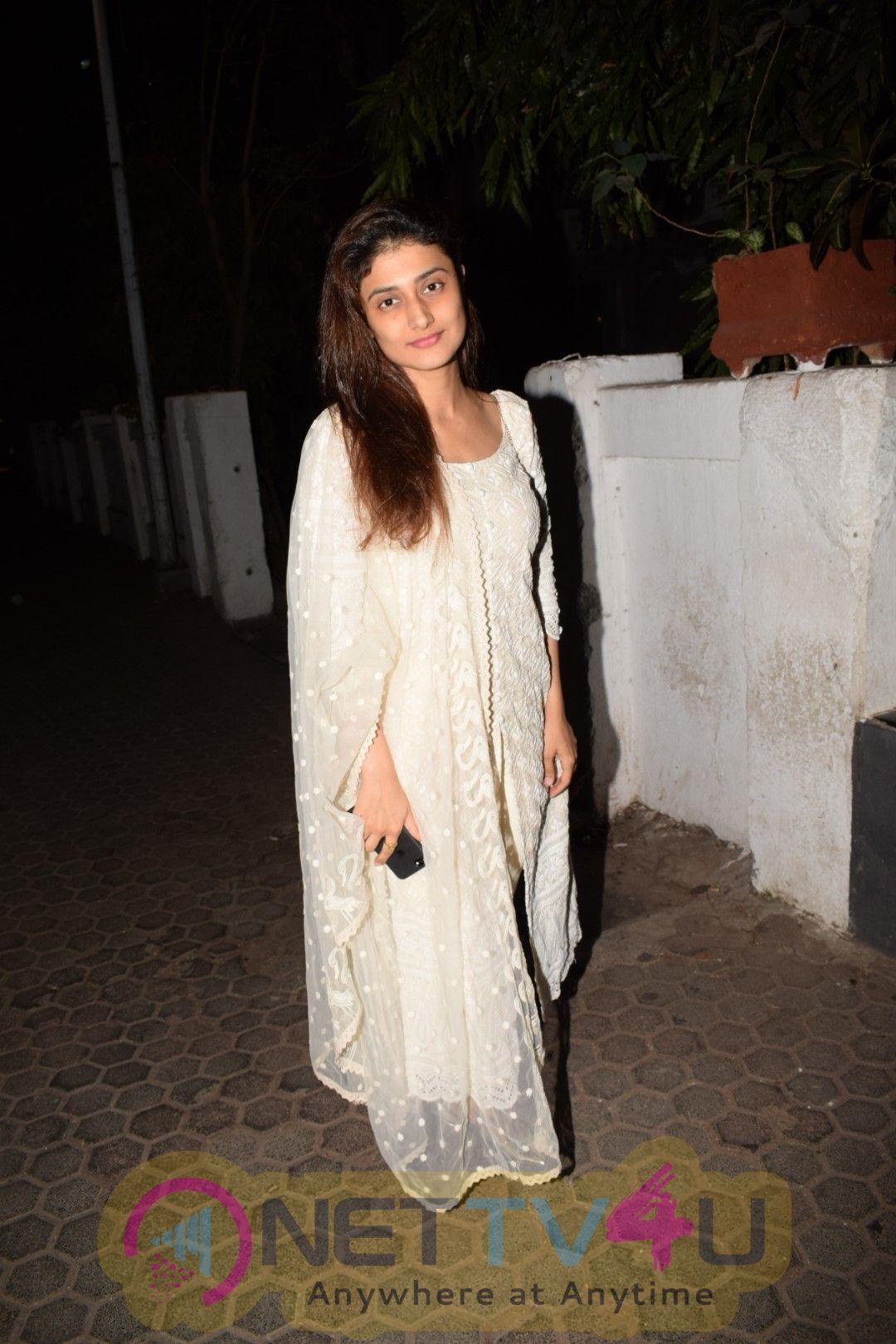 Ragini Khanna Came To Prithvi Theater  Hindi Gallery