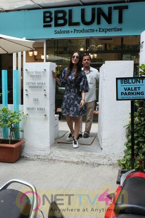 Yami Gautam Came To BBlunt Salon Hindi Gallery