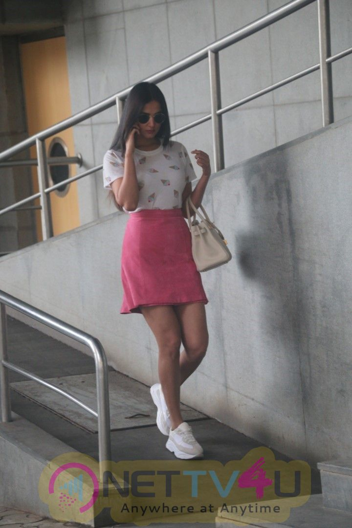 Sonal Chauhan Spotted At Pvr Juhu Beautiful Images Hindi Gallery