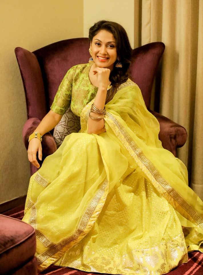 Actress Manjari Phadnis Pretty Pics Kannada Gallery