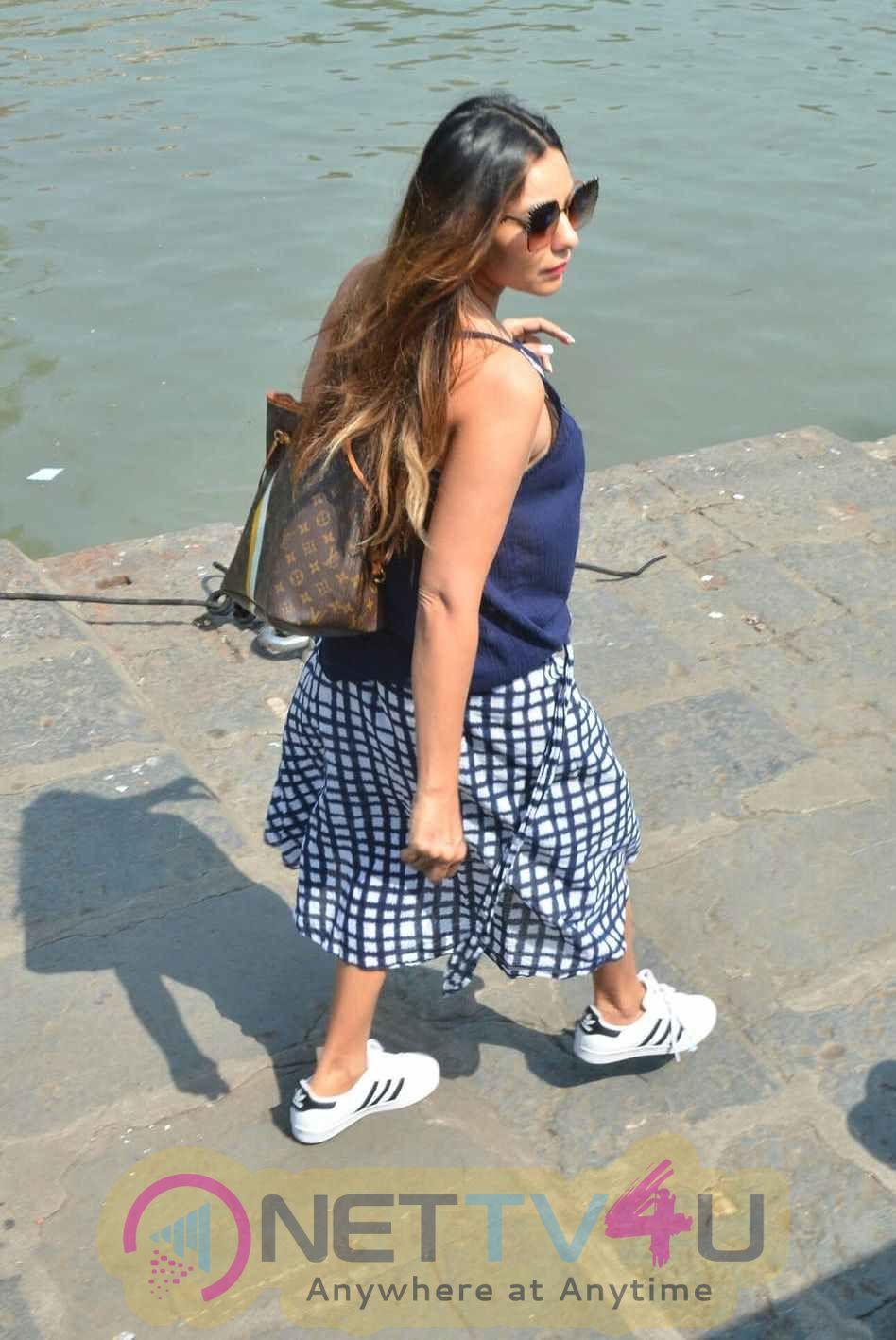Gauri Khan, Suhana Khan Way To Alibaug 2nd Nov Images Hindi Gallery