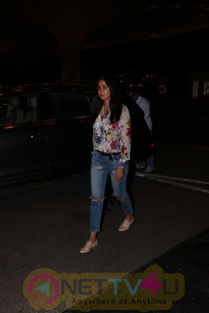 Katrina Kaif Spotted At Airport  Stills Hindi Gallery