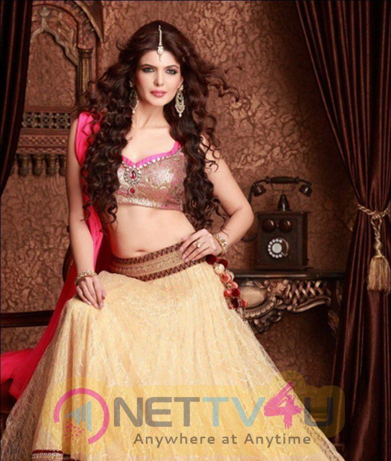 Actress Charan Dhillon Lovely Pics