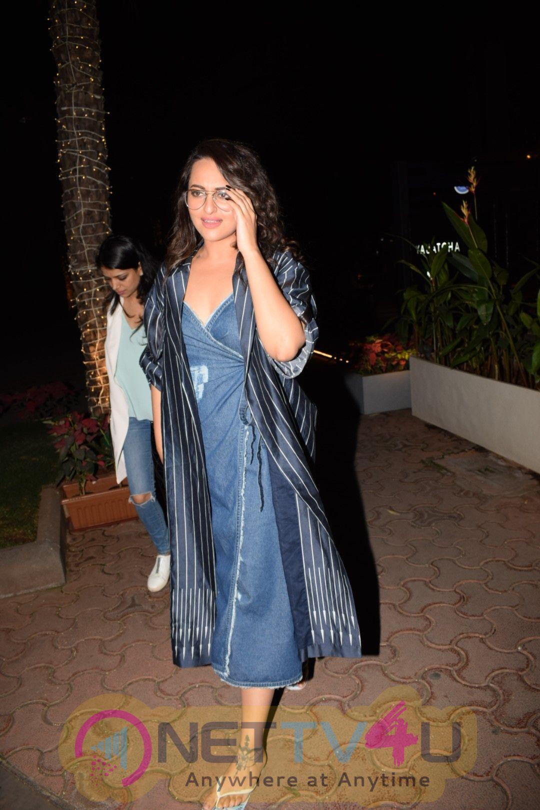 Actress Sonakshi Sinha Cute Photos Hindi Gallery