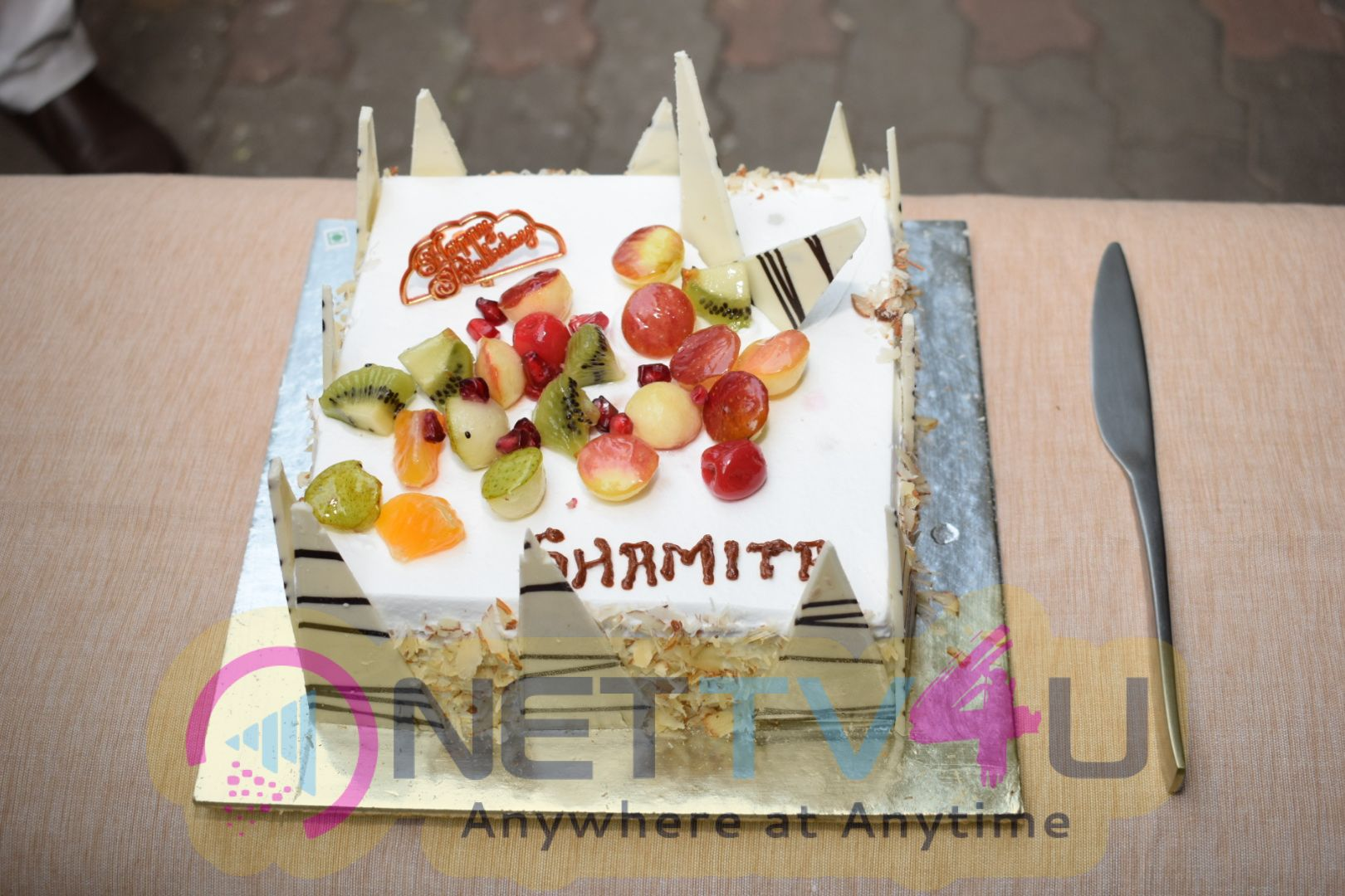 Shamita Shetty Celebrates Her Birthday With Cake Cutting At Her Residence Pics