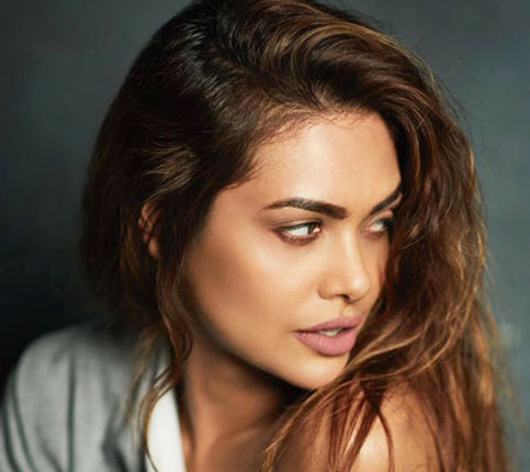Esha Gupta Turns A Social Activist For Betterment Of The Villagers