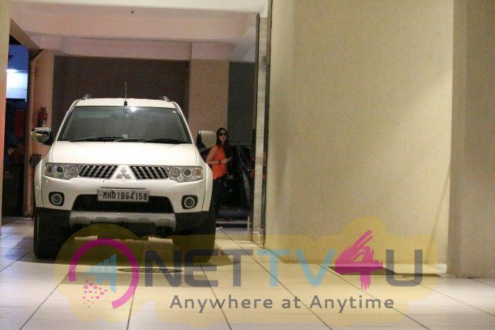 Kareena & Karisma Kapoor Came To Mothers House