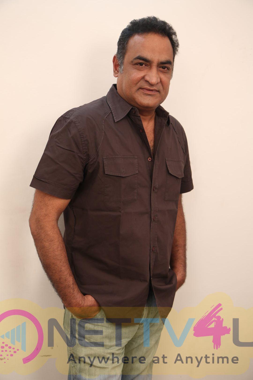 Actor Aadukalam Naren Exclusive Interview Images Tamil Gallery