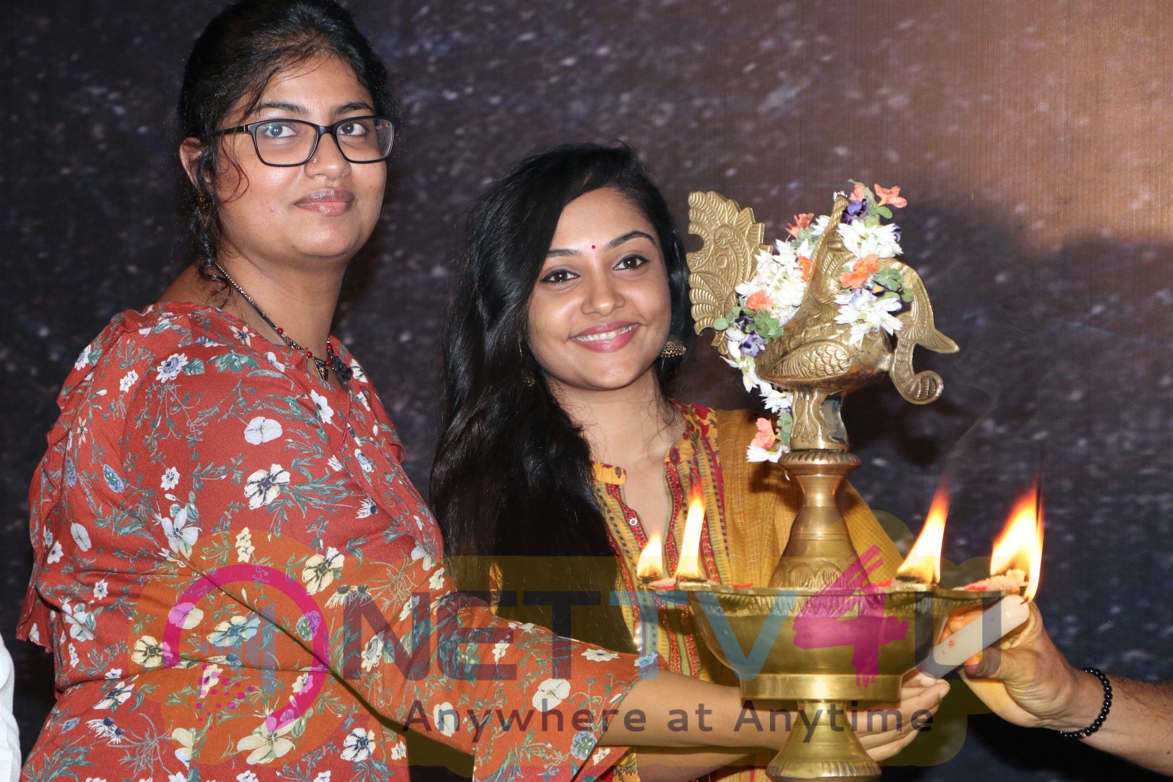 Mouna Valai  Movie Pooja Stills Tamil Gallery
