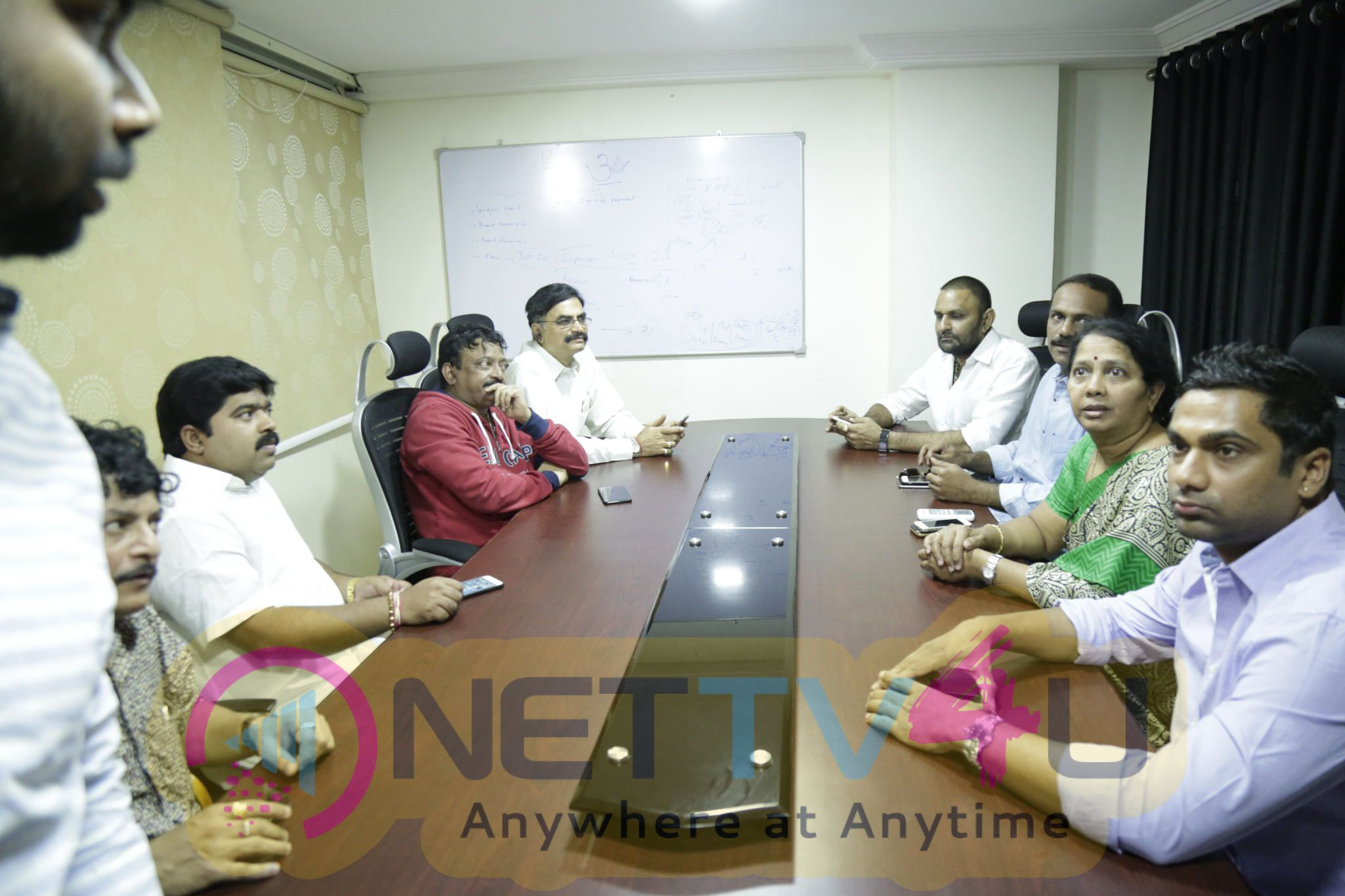 Am Gopal Varma At Vijayawada To Meet Vangaveeti And Devineni Families Telugu Gallery