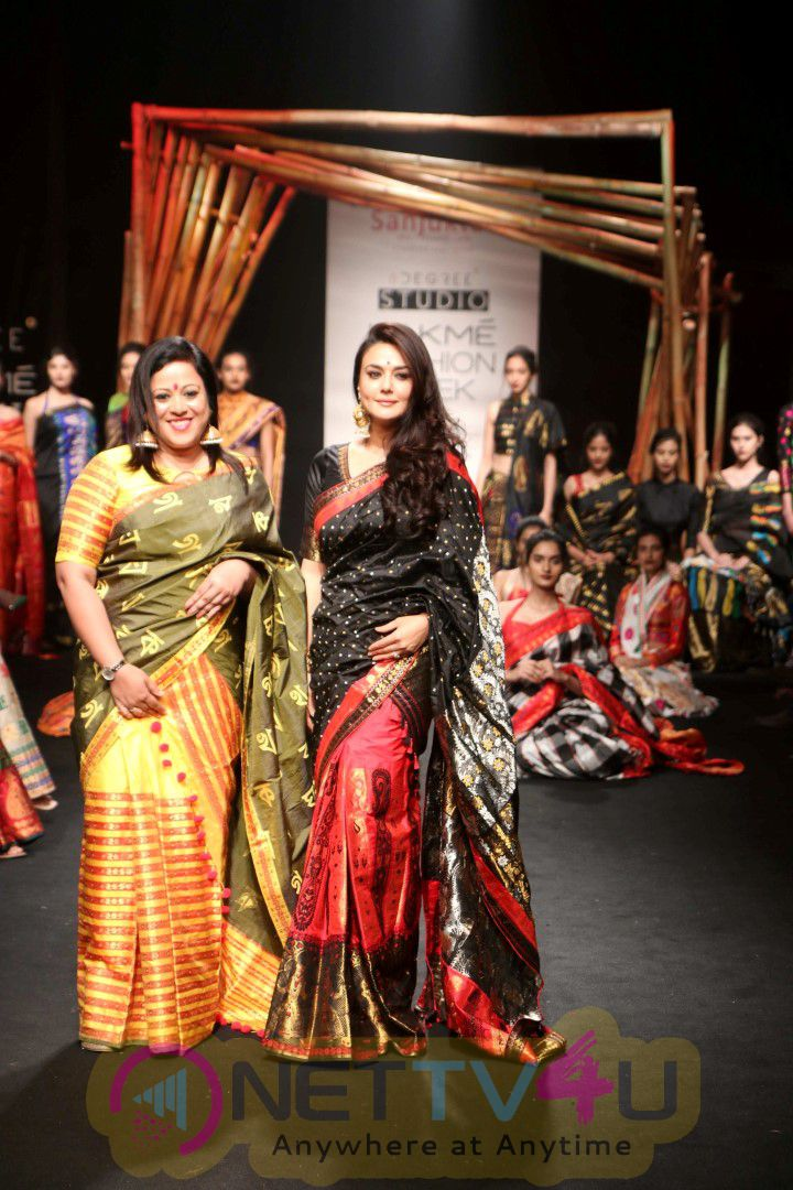 Preity Zinta Showstopper At LFW Summer / Resort 2017 Photos