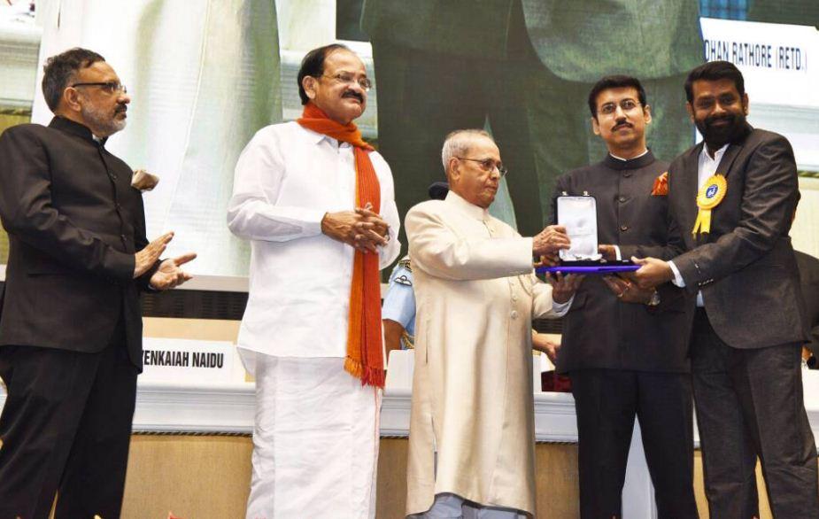 Cinema News: #DirectorVasanth #Arya #Ajith #Vijay #Gayathri