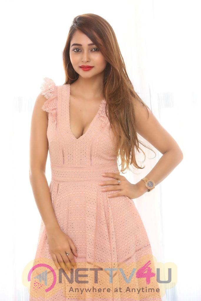 Actress Akiriti Singh Images