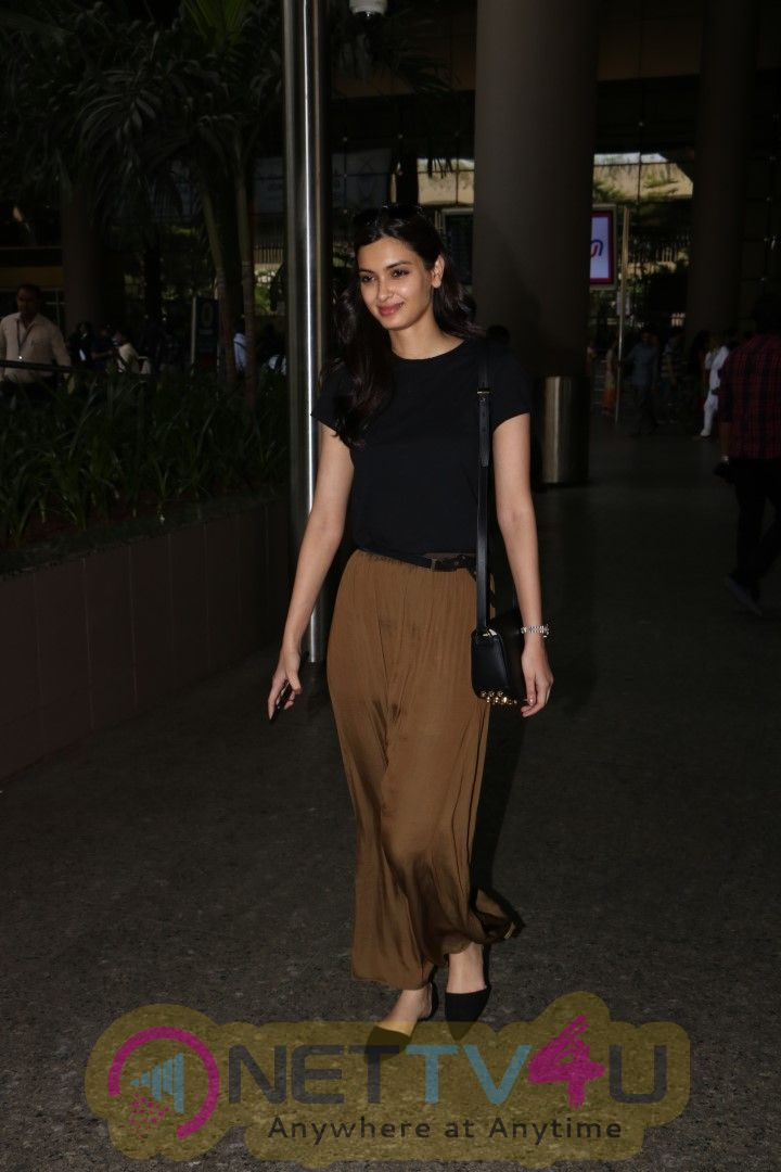 Gauhar Khan & Diana Penty Spotted At Airport Stills