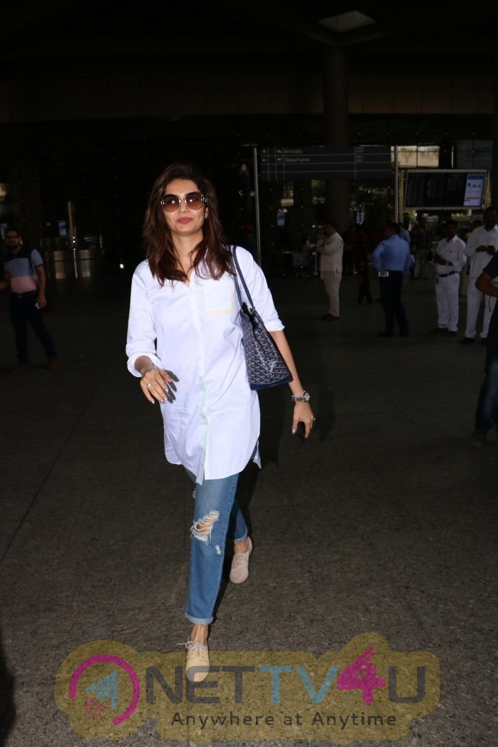 Karishma Tanna Spotted At Airport Pics Hindi Gallery