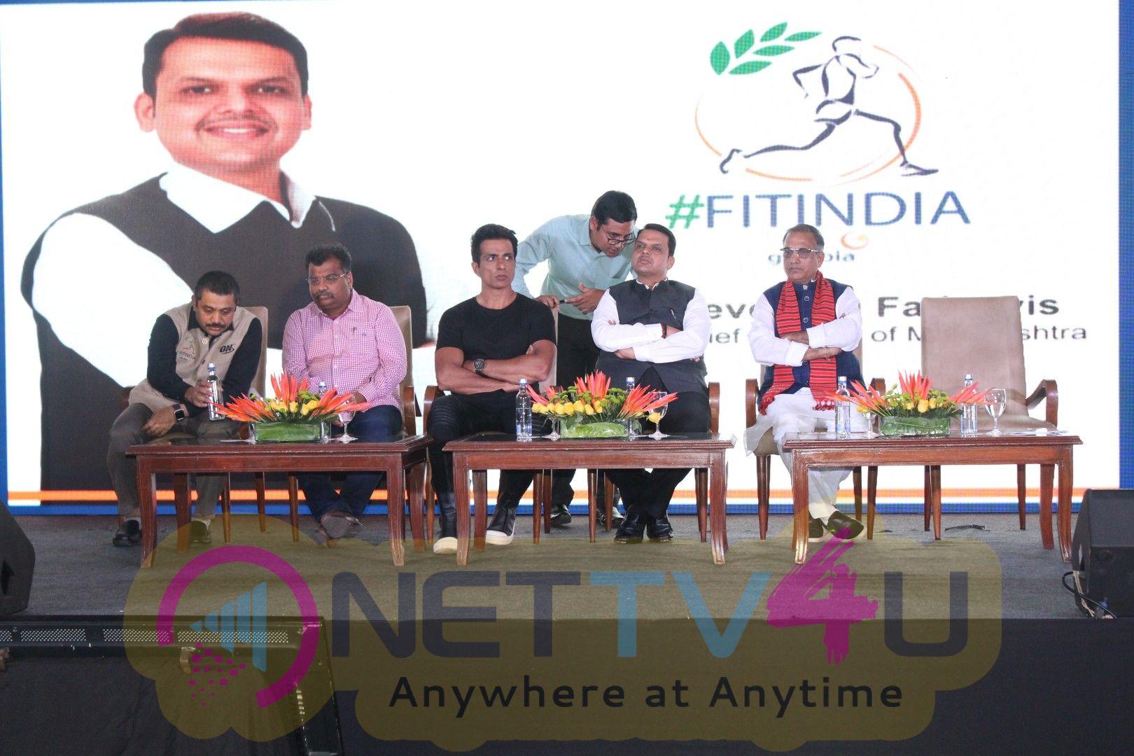 Sonu Sood & Devendra Fadnavis Support FIT INDIA Conclave Pics