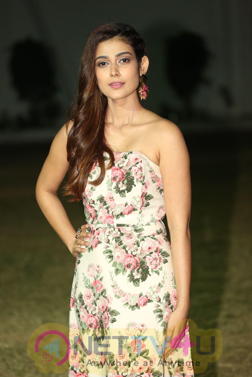 Actress Aakanksha Singh Attractive Images Telugu Gallery