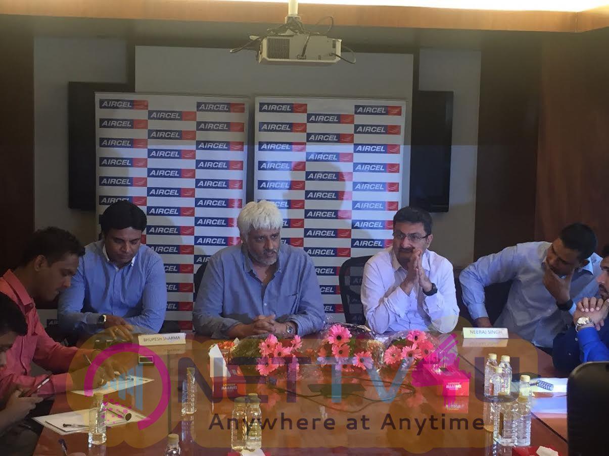 Bollywood Director Vikram Bhatt Launch Aircel's Vas Product Photos