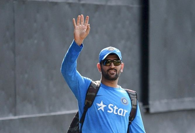 Dhoni Bids A Bye To The Captaincy! Celebrities Share Their Views About Him!