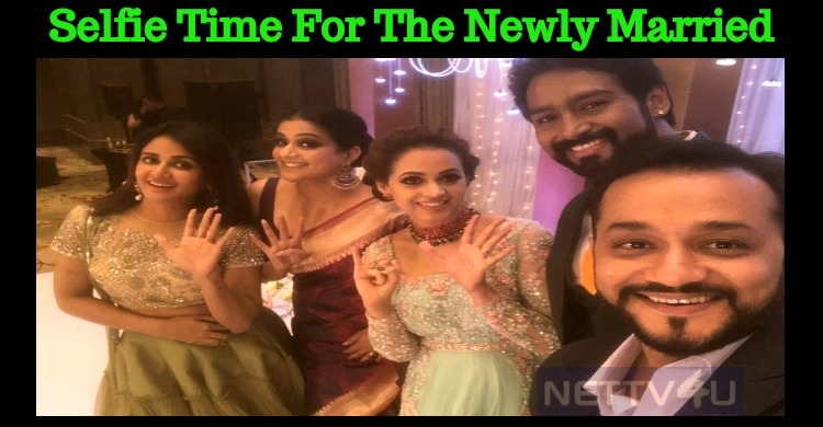 Parul Yadav's Selfie With Bhavana And Priyamani!