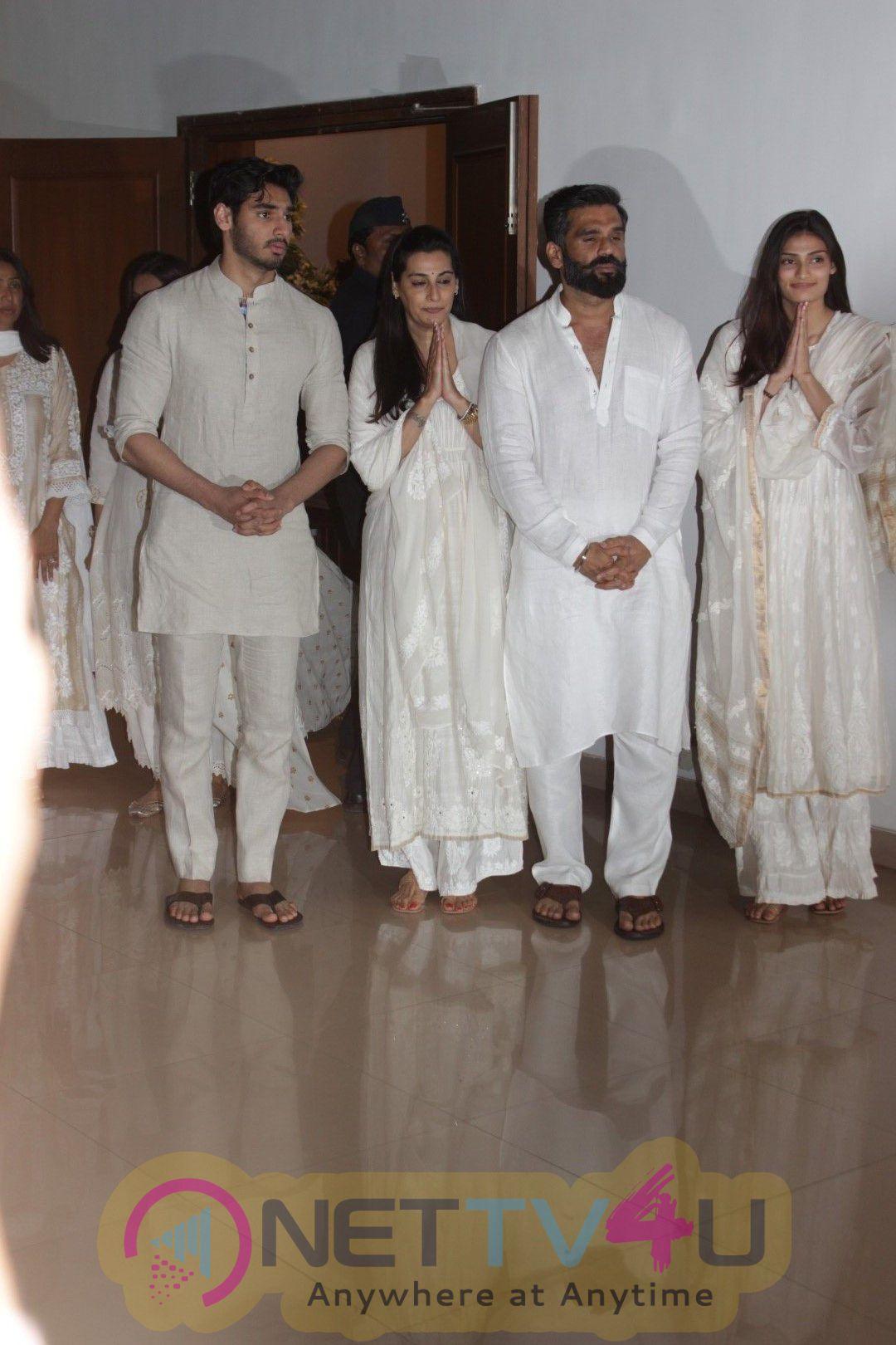 Akshay Kumar & Anupam Kher  Suniel Shetty Father Chautha Pics